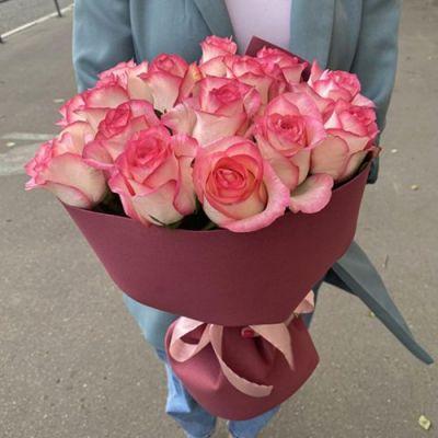 Букет из 15  роз Джумилия в оформлении