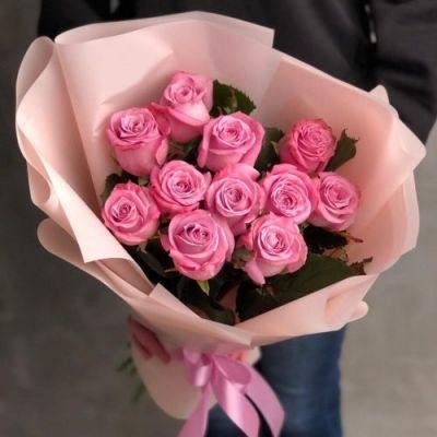 Букет из 11 розовых роз в оформлении