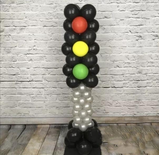 Фигура из шаров светофор