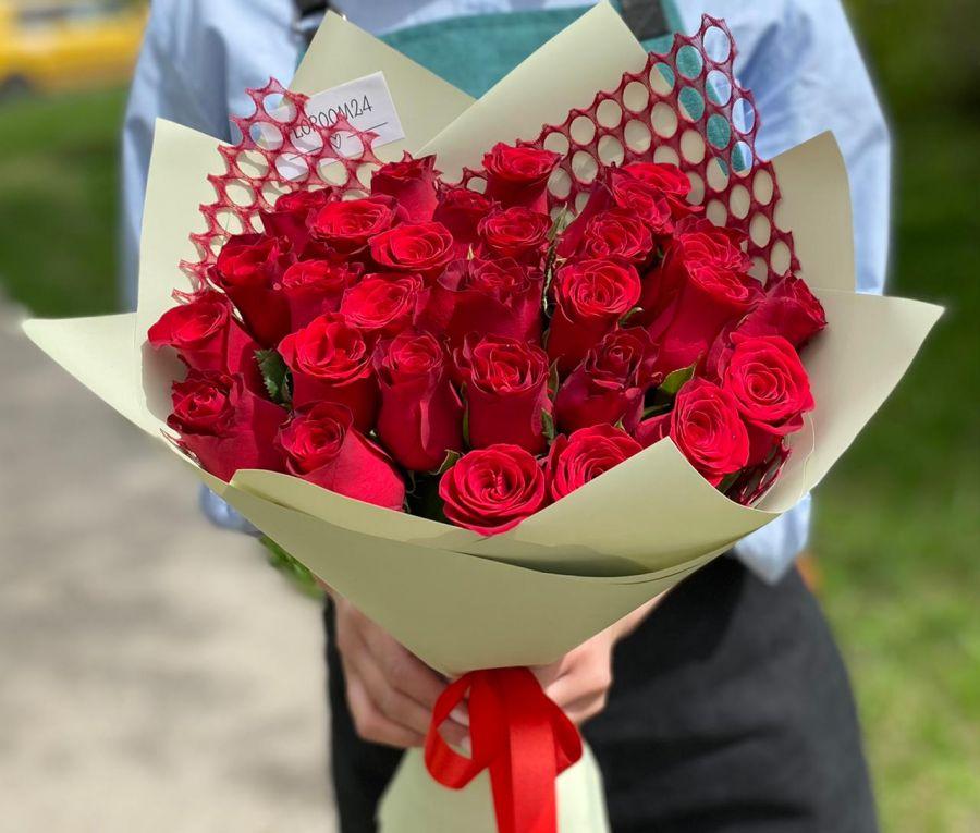 Акция! 29 красных кенийских роз в красивой упаковке