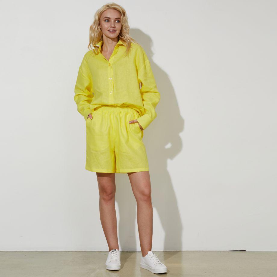 Льняные шорты в желтом цвете