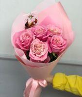 """5 пионовидных роз """"Pink O'hara"""" в красивой упаковке"""