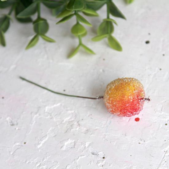 Аксессуар для кукол - Яблоко засахаренное на веточке, 2 см.