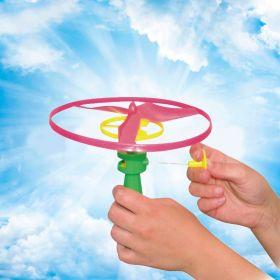 Игрушка  на природе летающий винт