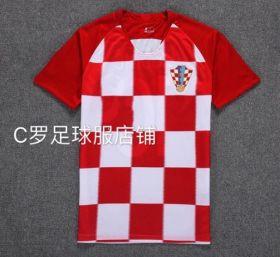 Домашняя игровая футболка сборной Хорватии по футболу на чемпионат мира 2018 года