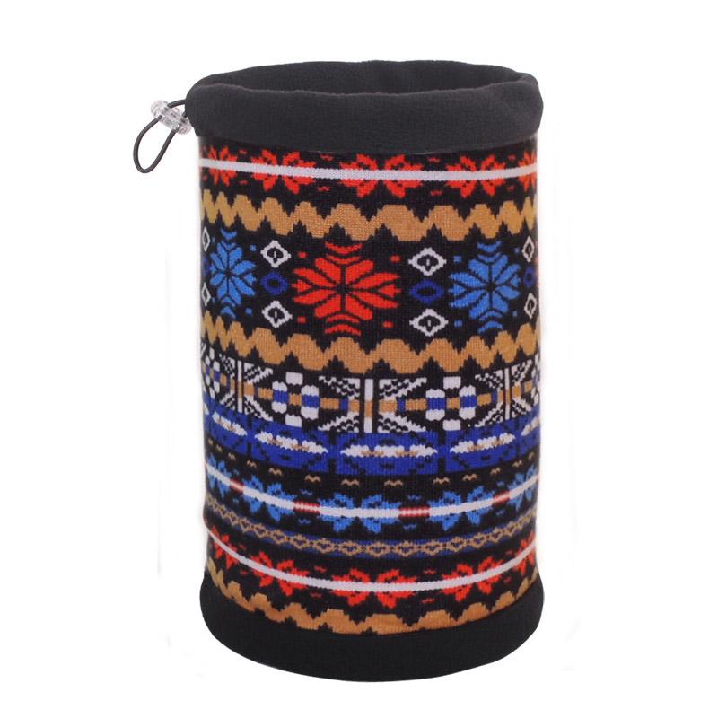 Шапка-шарф с ярким орнаментом