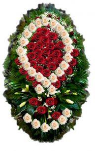 Фото - Венок на похороны из живых цветов #1 красные и белые розы