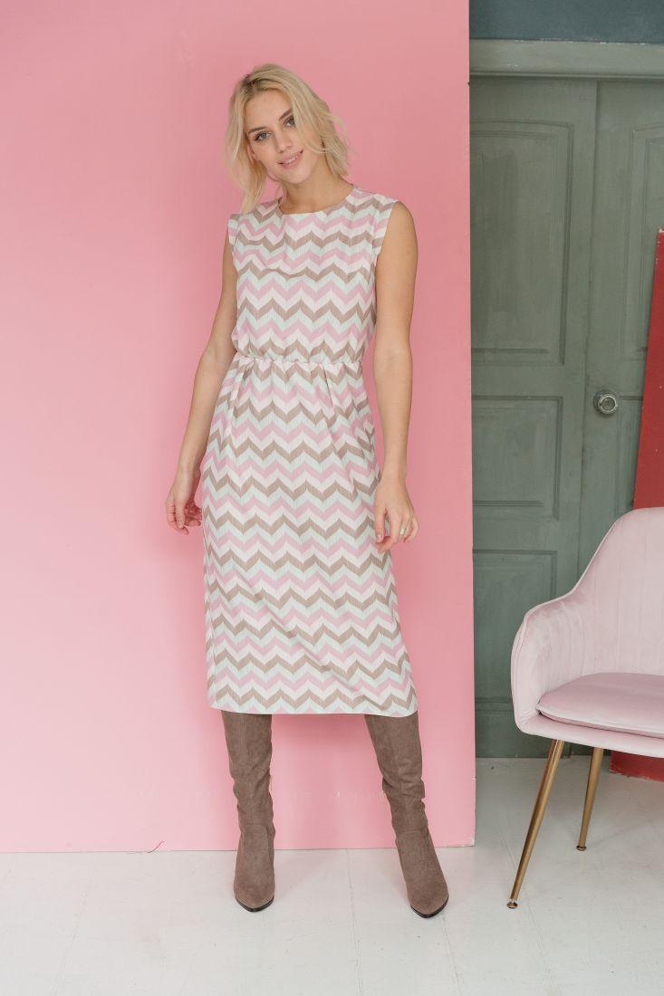 m1912 Платье пудровое с диагональным принтом