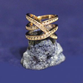 Позолоченное кольцо с искусственными бриллиантами (арт. 880164)