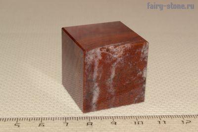 Куб из Кураминской яшмы