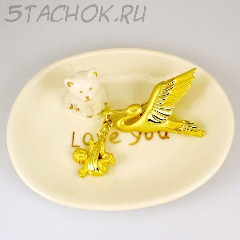 """Брошь """"Аист несет малыша"""" цвет золота (AJC США)"""