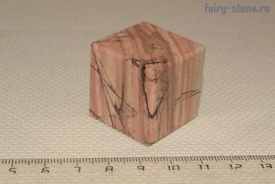 Куб из Ямской яшмы