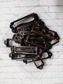 РАМКА декоративная размер габаритный 59*18 мм, размер внутренний  40*10 мм, диаметр отверстий под шурупы 2 мм   материал металл цвет БРОНЗА