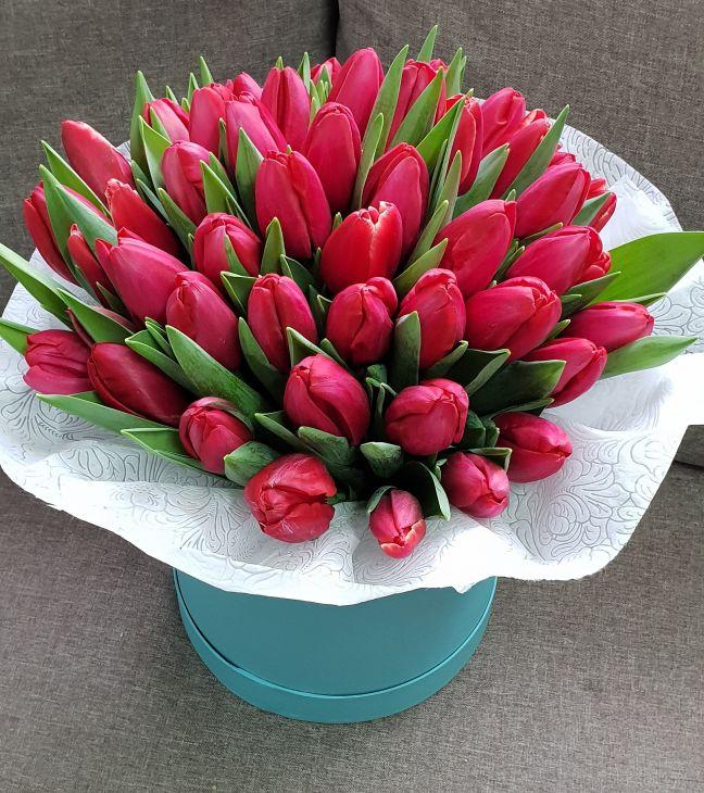 51 тюльпан в коробочке