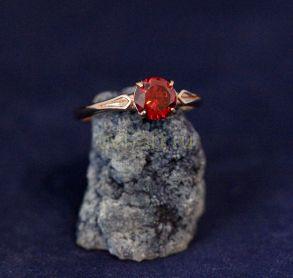Позолоченное кольцо с искусственным гранатом (арт. 880202)