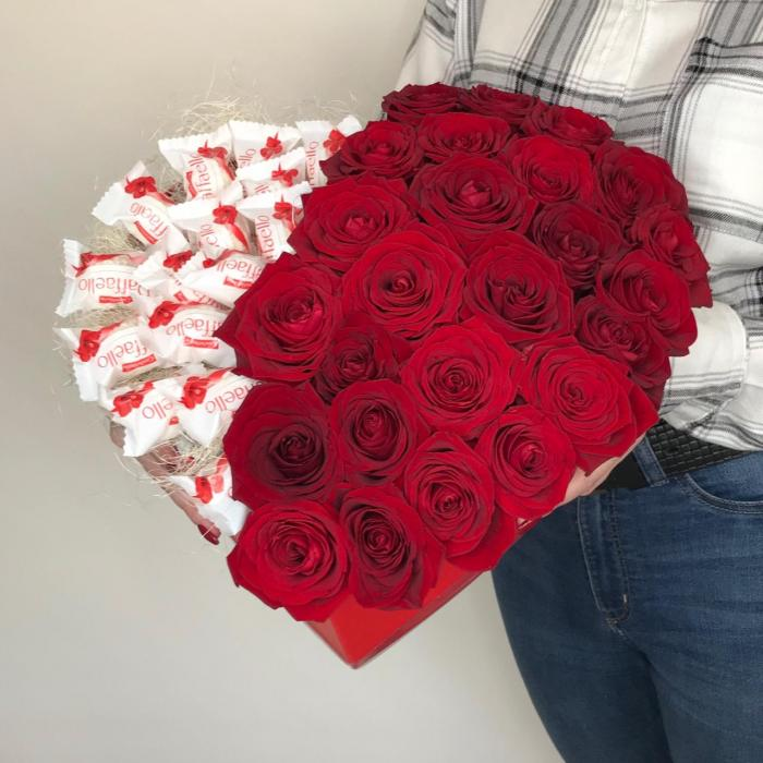 "Композиция ""Сердце: Raffaello + розы"""