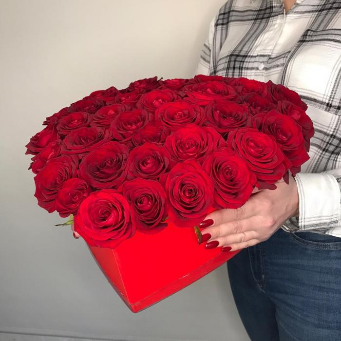"""Композиция в коробке """"Сердце с розами"""""""